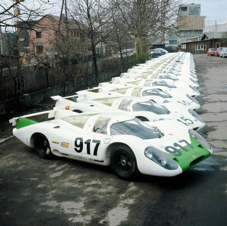 P09_0793_25_Homologationsfahrzeuge_des_Typ_917_im_Zuffenhausener_Porsche _Werk_1969k