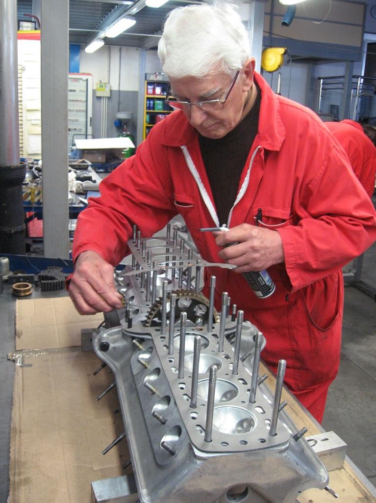 04 AlfaRomeo8C Corrado Palatella restaura il biblocco del motore_039