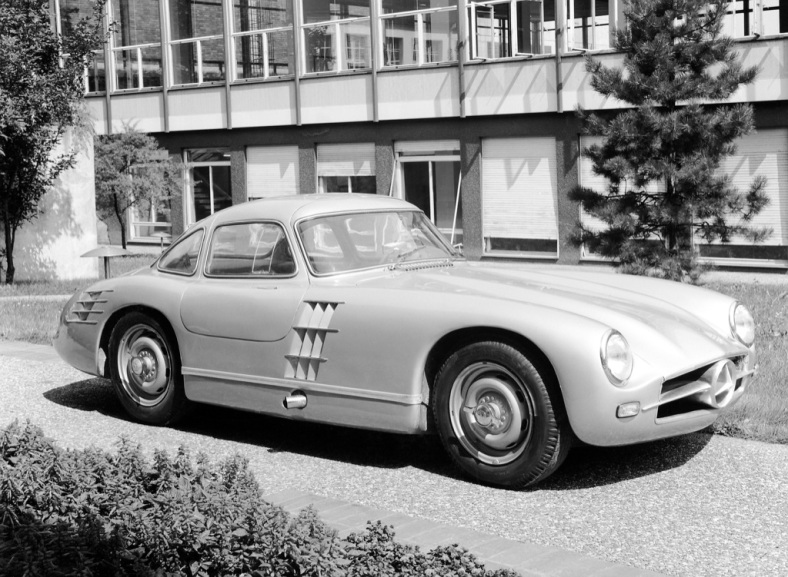 300 SL prototype for the season in 1953, who does not race is used