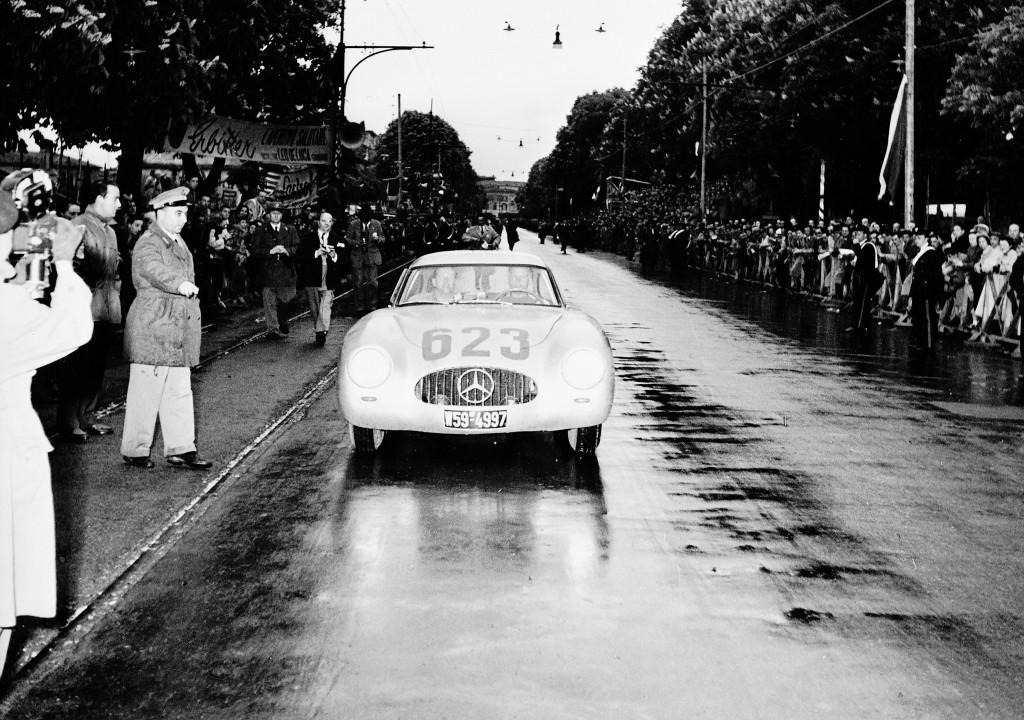 Mille Miglia, 1952. Zweiter Platz: Karl Kling/Hans Klenk (Startnummer 623) mit Mercedes-Benz Rennsportwagen Typ 300 SL (W 194, 1952).