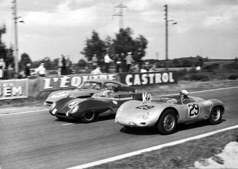 In primo piano la Porsche 718 RSK - 1958