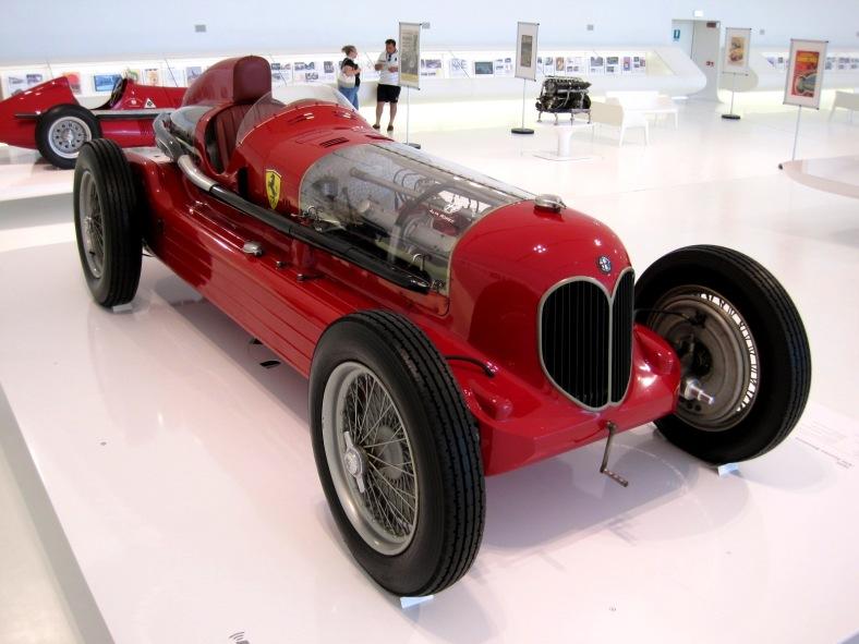 Car_Musée_Enzo_Ferrari_0049 - pic v - wikim